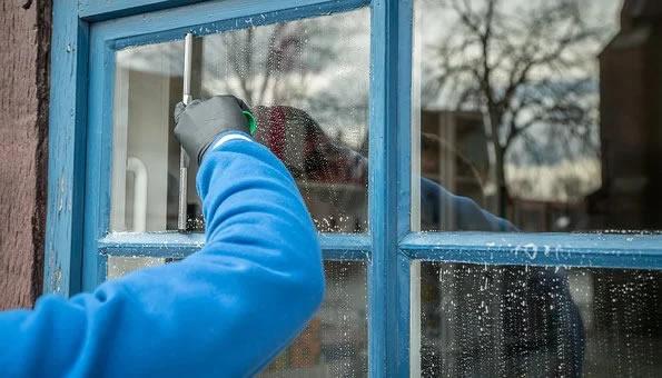 vinduespolering og pudsning
